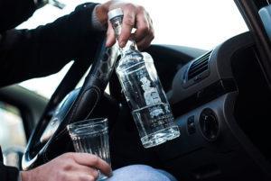 Можно ли пить в машине алкоголь?